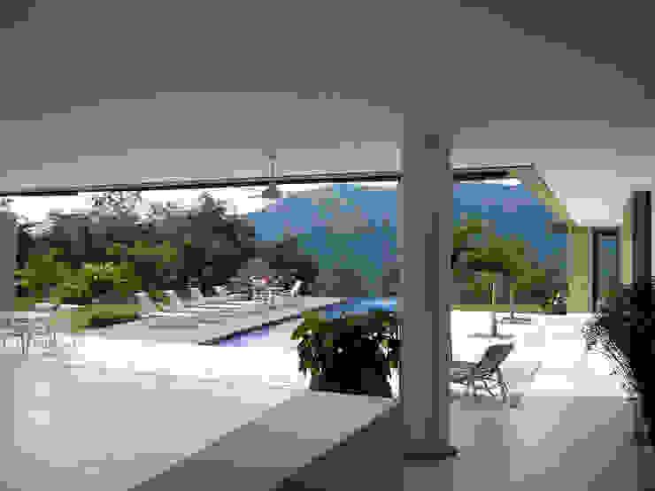 NOAH Proyectos SAS Modern pool Concrete Amber/Gold