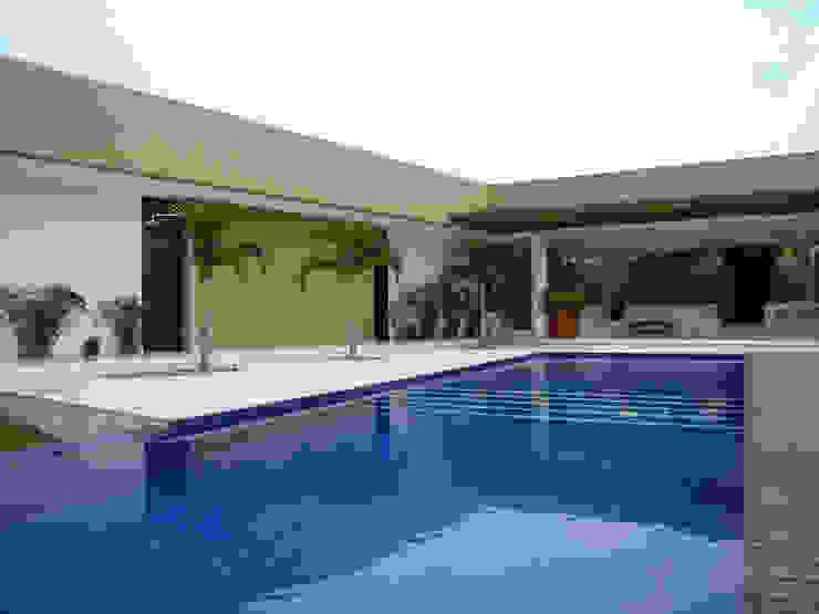 NOAH Proyectos SAS Garden Pool Concrete Amber/Gold