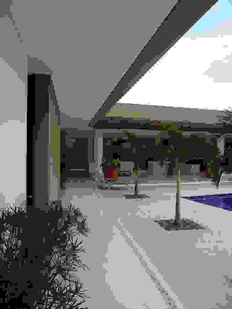 NOAH Proyectos SAS Modern balcony, veranda & terrace Concrete Beige