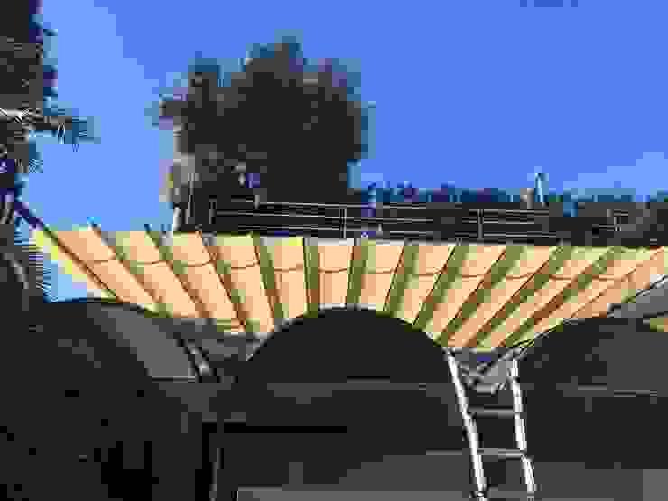 TOLDOS CLOT, S.L. Balconies, verandas & terracesAccessories & decoration White