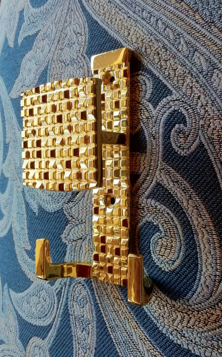 Perchero Mosaic Oro de Industrial de Cerraduras Ecléctico