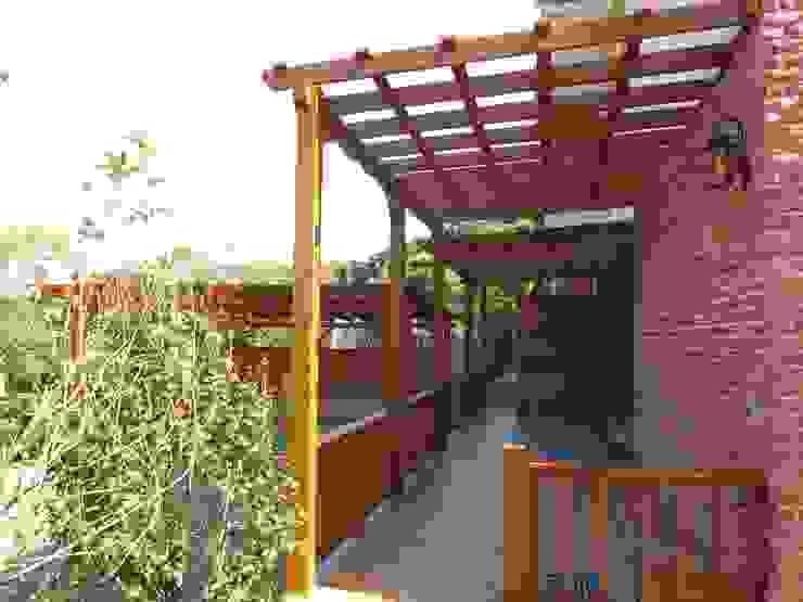 車庫。庭院。屋頂。有了南方松採光罩質感空間大UP 根據 園匠工坊-採光罩 玻璃屋 小木屋 露台 南方松木作工程