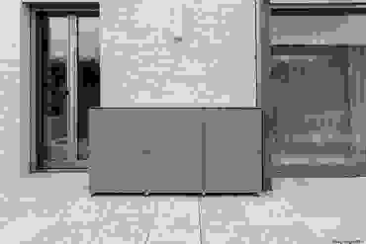 wetterfester Terrassenschrank aus HPL: modern  von design@garten - Alfred Hart -  Design Gartenhaus und Balkonschraenke aus Augsburg,Modern Holz-Kunststoff-Verbund