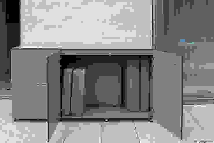 wetterfester Balkonschrank: modern  von design@garten - Alfred Hart -  Design Gartenhaus und Balkonschraenke aus Augsburg,Modern Holz-Kunststoff-Verbund