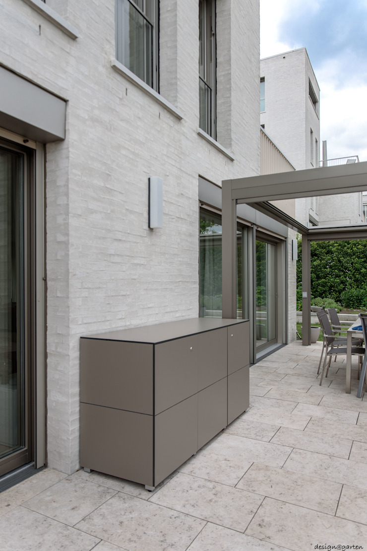 Balkonschrank HPL: modern  von design@garten - Alfred Hart -  Design Gartenhaus und Balkonschraenke aus Augsburg,Modern Holz-Kunststoff-Verbund