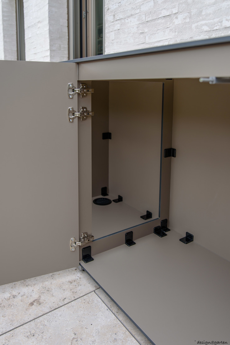 HPL Balkonschrank: modern  von design@garten - Alfred Hart -  Design Gartenhaus und Balkonschraenke aus Augsburg,Modern Holz-Kunststoff-Verbund