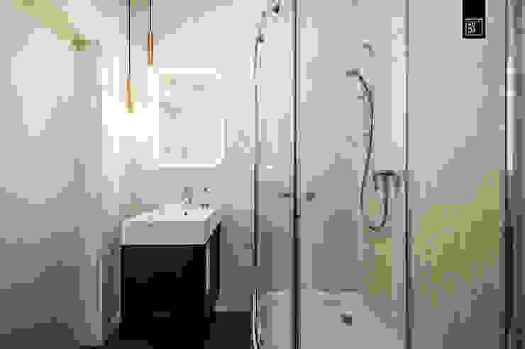 DWA POZIOMY ELEGANCJI KODO projekty i realizacje wnętrz Ванная комната в стиле модерн