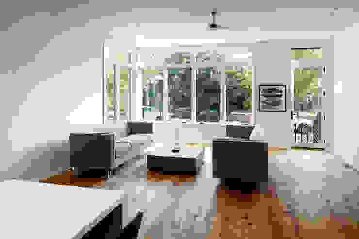 Kenyon St Modern Media Room by KUBE architecture Modern
