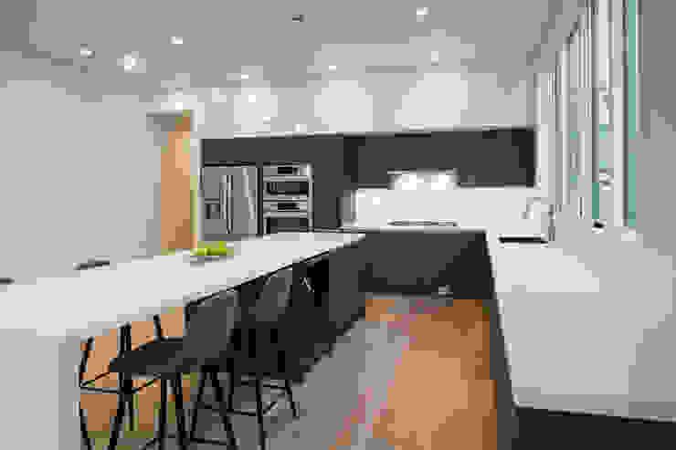 Kenyon St Modern Kitchen by KUBE architecture Modern