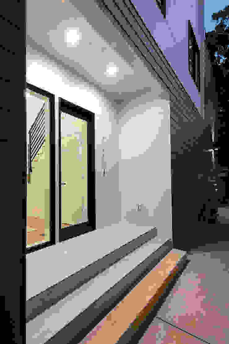 Kenyon St Modern style doors by KUBE architecture Modern