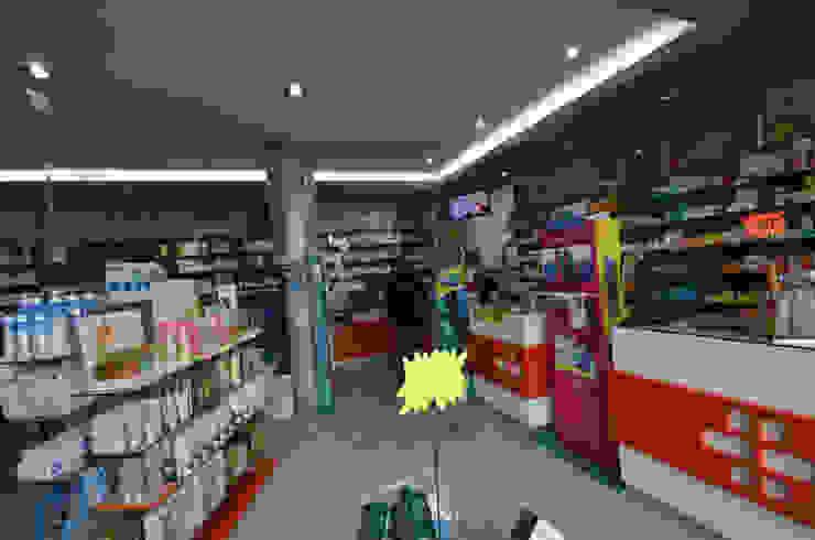 Antes - Projecto arquitectura e reabilitação de Farmacia de melgaço MJARC Arquitectos e Inside Farmacias por MJARC - Arquitetos Associados, lda