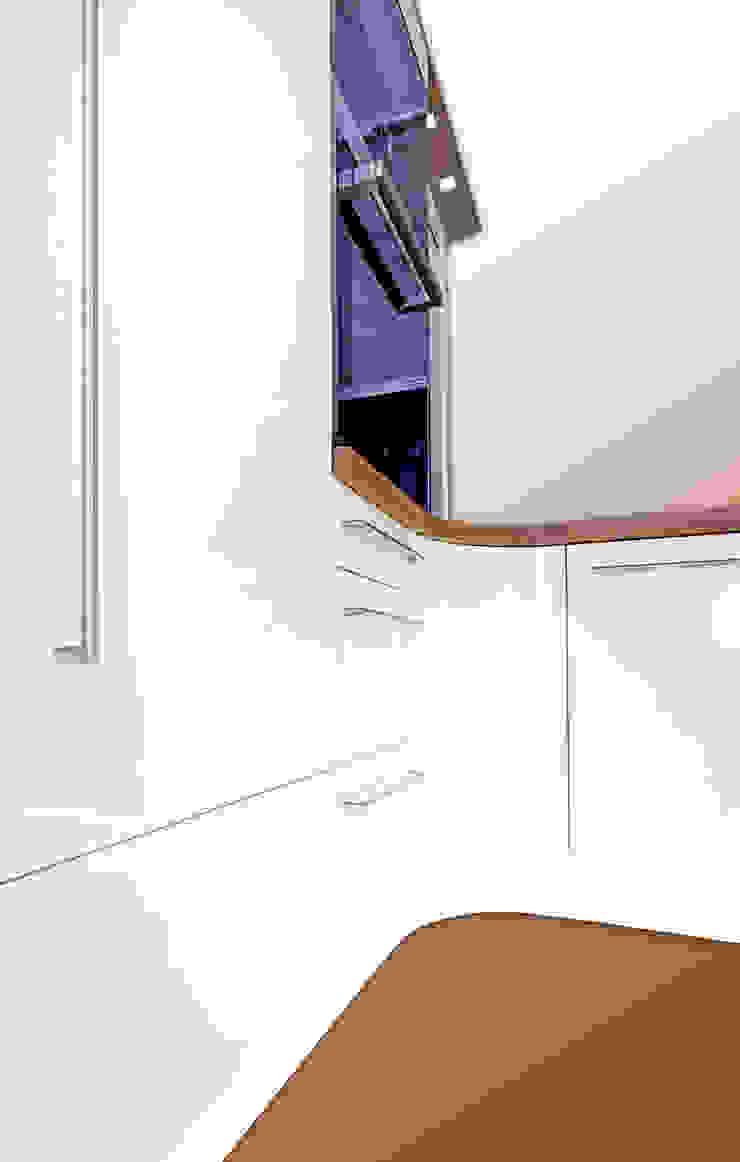 โดย higloss-design.de - Ihr Küchenhersteller โมเดิร์น ไม้เอนจิเนียร์ Transparent