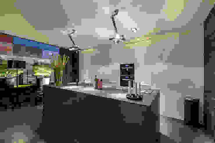 Woonhuis MNRS Eindhoven Moderne keukens van 2architecten Modern