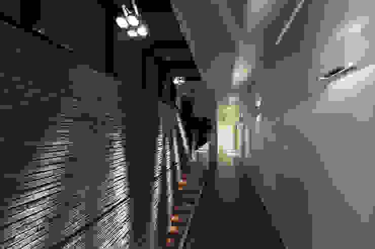 Woonhuis MNRS Eindhoven Moderne gangen, hallen & trappenhuizen van 2architecten Modern