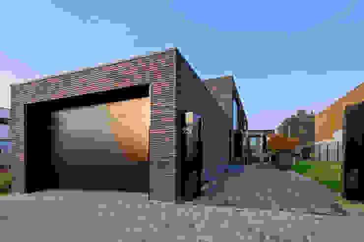 Woonhuis MNRS Eindhoven Moderne garage van 2architecten Modern