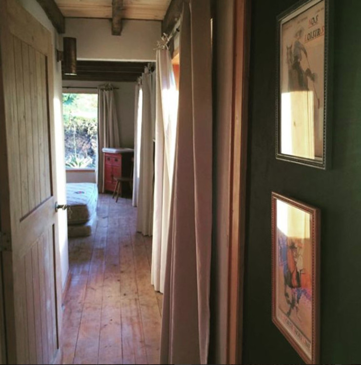 CASA DINAMICA | Arquitectos de Interiores | Bogotá Camera da letto in stile rustico Cemento Verde