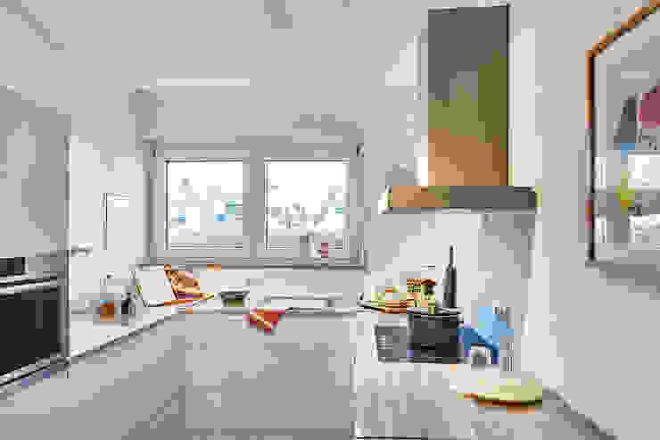 Home Staging Bavaria Modern style kitchen