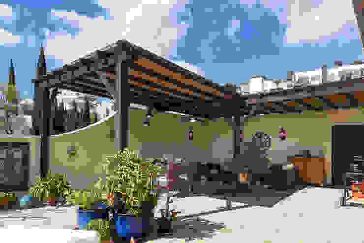Comedor exterior Home & Haus | Home Staging & Fotografía Balcones y terrazas de estilo mediterráneo