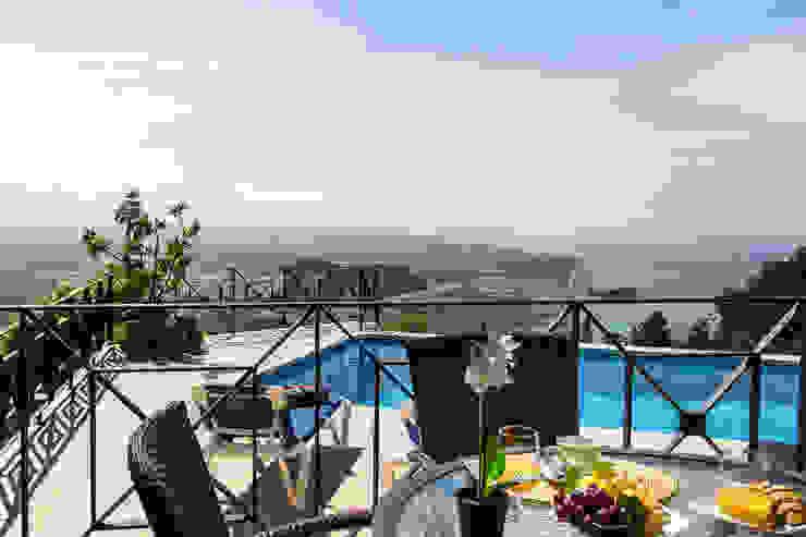 Terraza Home & Haus | Home Staging & Fotografía Balcones y terrazas de estilo mediterráneo