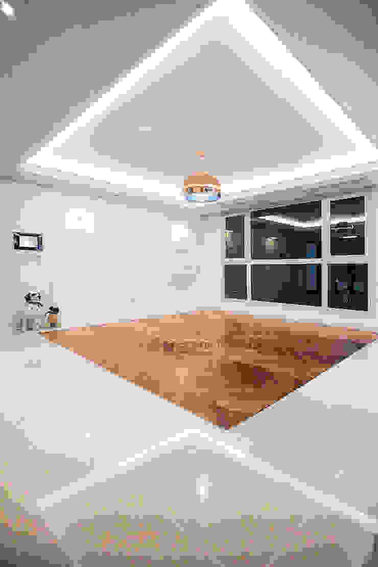 동탄 아파트 인테리어 - 웨인스코팅으로 유럽풍 느낌을 실현한 쌍용 플래티넘 by.n디자인인테리어 클래식스타일 거실 by N디자인 인테리어 클래식