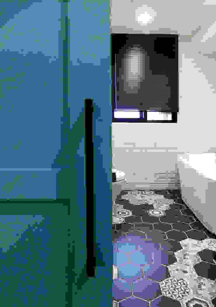 Minimalistyczna łazienka od MSBT 幔室布緹 Minimalistyczny Matal