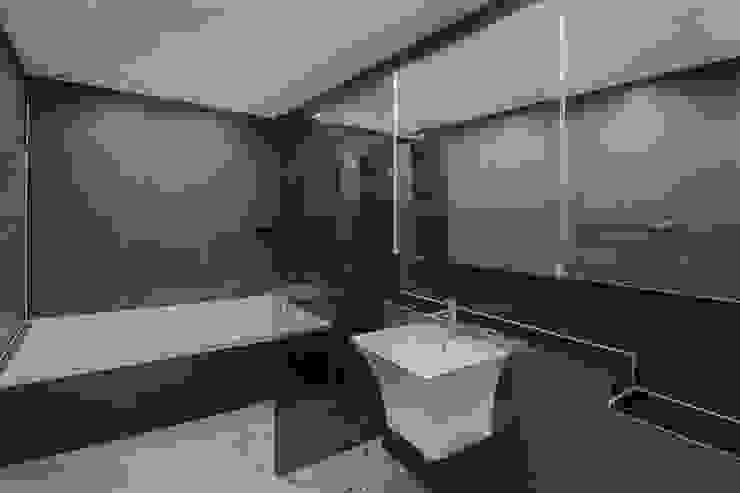 동탄인테리어 내뒤에 테리우스 나인룸 촬영지 메타폴리스의 50평대아파트인테리어 by.n디자인인테리어 모던스타일 욕실 by N디자인 인테리어 모던