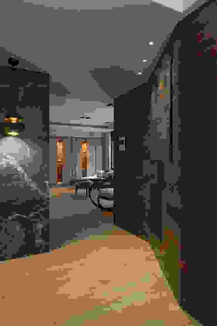 宸域空間設計有限公司 Ingresso, Corridoio & Scale in stile moderno Effetto legno