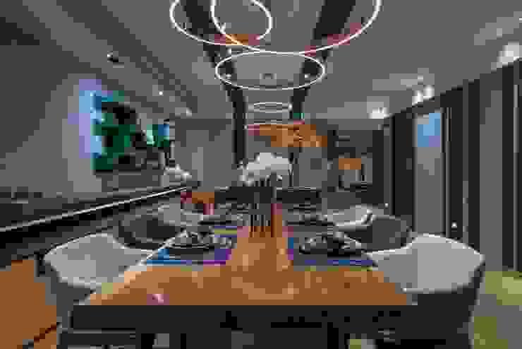 寬敞的餐廳另一視角 宸域空間設計有限公司 Modern Dining Room