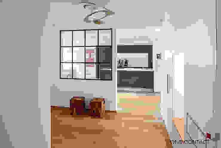 ONE!CONTACT - Planungsbüro GmbH Pasillos, vestíbulos y escaleras modernos