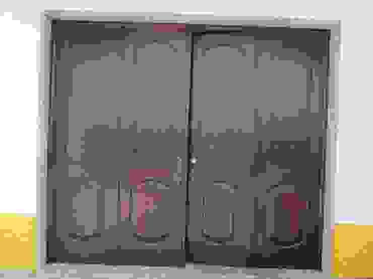 Pormenor de porta lacada por Edifoeste