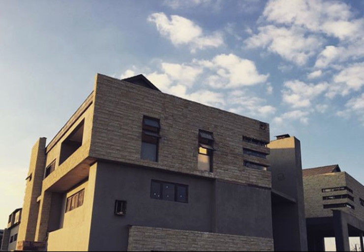 Construction - Exterior Progress Modern houses by TOP CENTRE PROPERTIES GROUP (PTY) LTD Modern