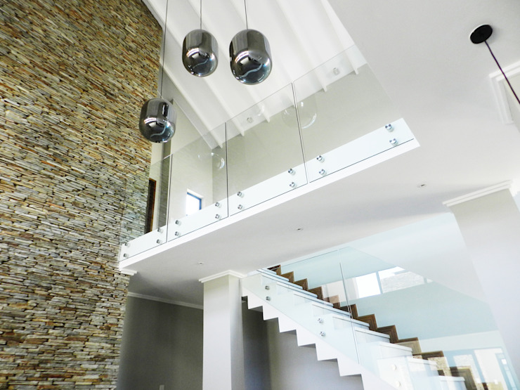Staircase designs by TOP CENTRE PROPERTIES GROUP (PTY) LTD Modern