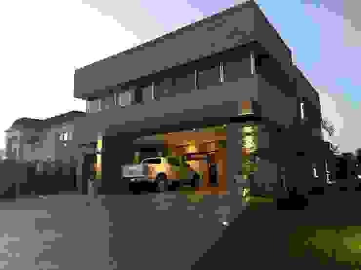 Vivienda en Urbanizacion Privada - Yerba Buena Tucuman de Alejandro Acevedo - Arquitectura Moderno Arenisca