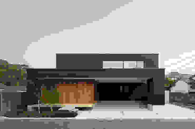 延岡の家 モダンな 家 の Atelier Square モダン コンクリート