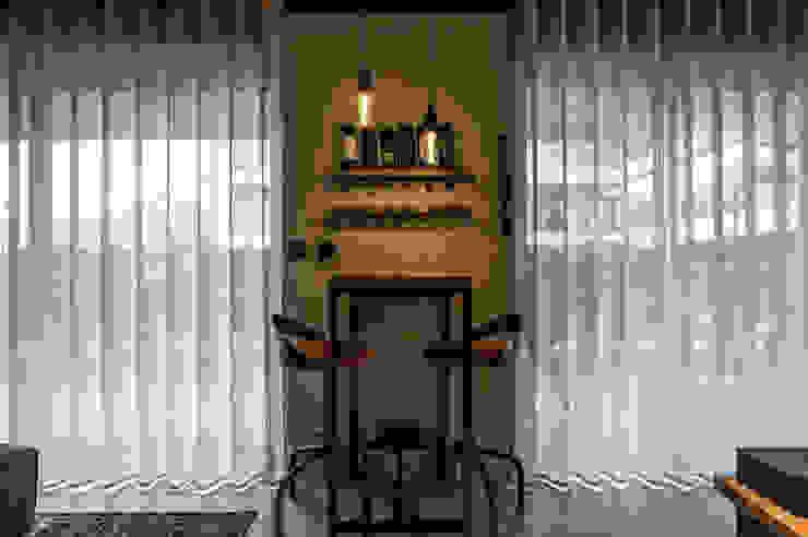 Industriële woonkamers van Santiago   Interior Design Studio Industrieel