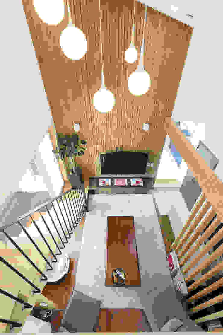 울산미호집 2층 올라가는 계단 by 주택설계전문 디자인그룹 홈스타일토토 모던 우드 우드 그레인