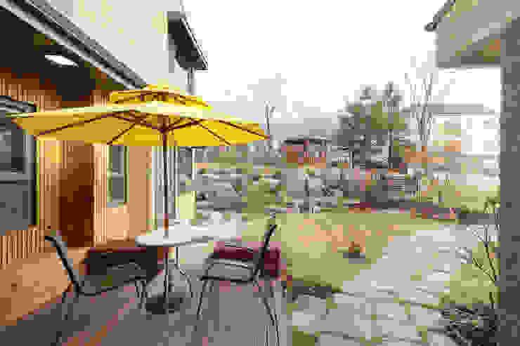 원주반곡동주택의 정원 by 주택설계전문 디자인그룹 홈스타일토토 모던 타일
