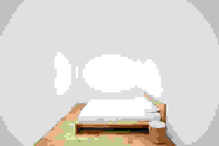 Casa en Quesa Dormitorios de estilo mediterráneo de Balzar Arquitectos Mediterráneo Madera maciza Multicolor