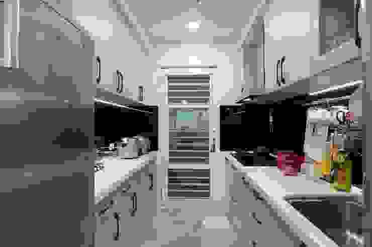 一家四口的舒適空間,揉合大氣與優雅的幸福居家。 青築制作 廚房