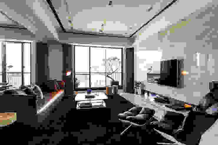 【沉靜.悠然】 现代客厅設計點子、靈感 & 圖片 根據 雅群空間設計 現代風