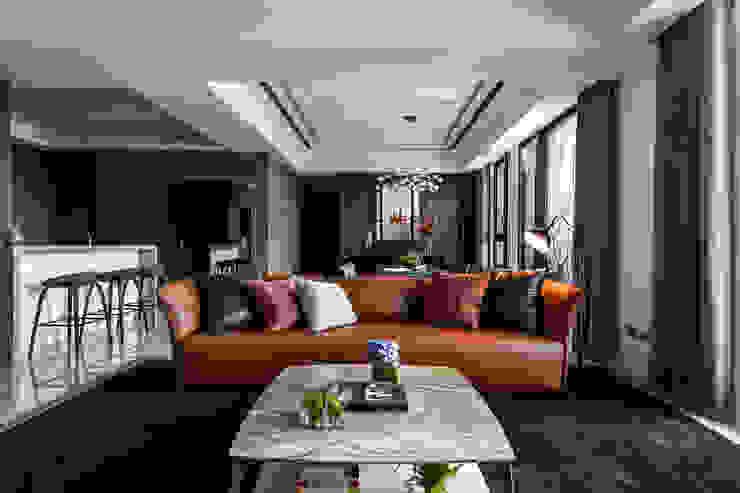 沉靜 悠然 现代客厅設計點子、靈感 & 圖片 根據 雅群空間設計 現代風