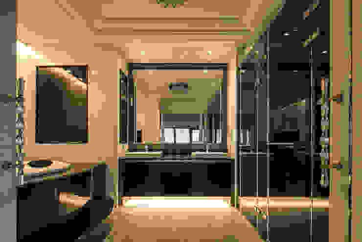 華人匯 現代浴室設計點子、靈感&圖片 根據 雅群空間設計 現代風