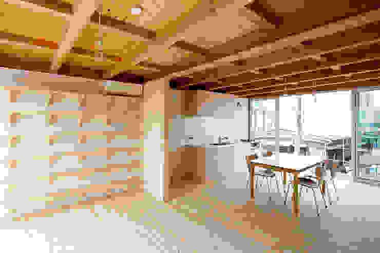 木箱の家 北欧デザインの リビング の すずき/suzuki architects (一級建築士事務所すずき) 北欧 木 木目調