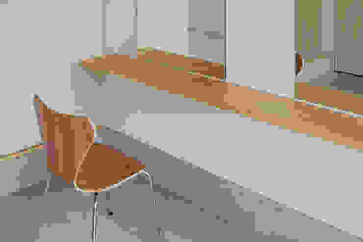 木箱の家 北欧スタイルの 玄関&廊下&階段 の すずき/suzuki architects (一級建築士事務所すずき) 北欧 木 木目調