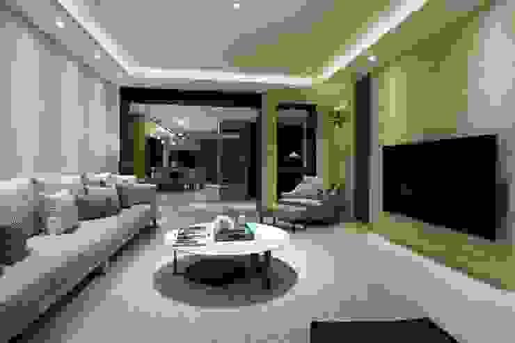 德勒斯登 现代客厅設計點子、靈感 & 圖片 根據 雅群空間設計 現代風