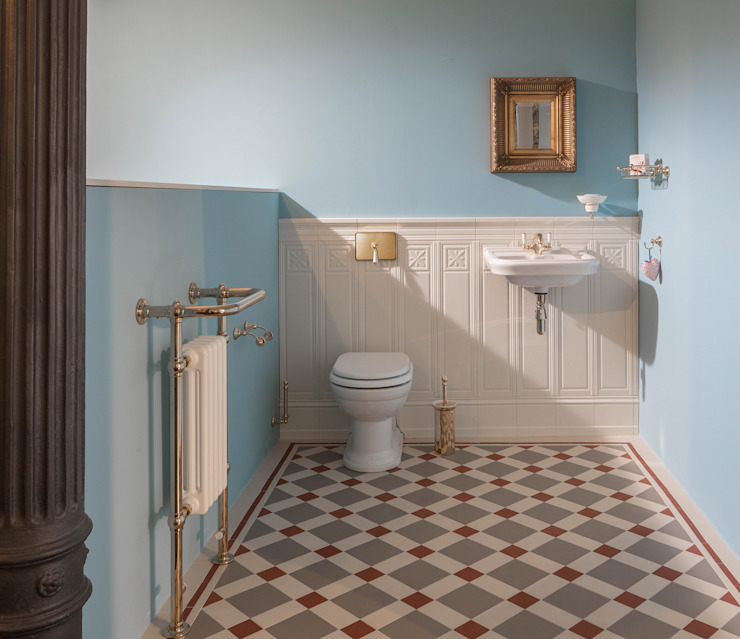 Classic style bathroom by Traditional Bathrooms GmbH Classic