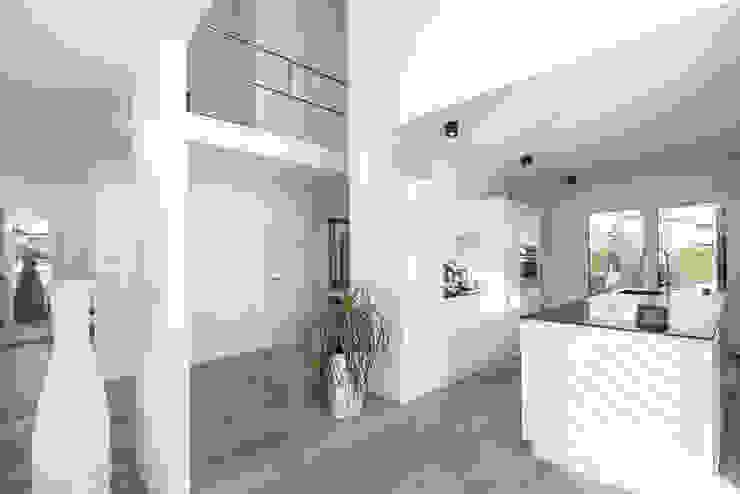 Individuell geplantes Traumhaus mit vielen Highlights innen wie außen Ausgefallener Flur, Diele & Treppenhaus von wir leben haus - Bauunternehmen in Bayern Ausgefallen