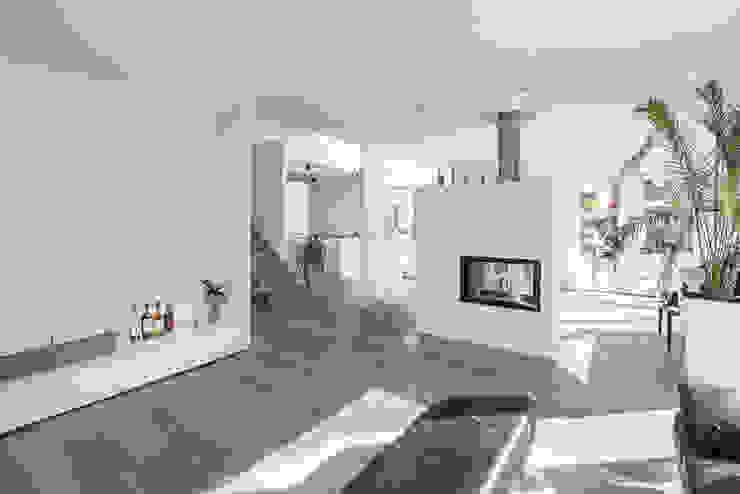 Individuell geplantes Traumhaus mit vielen Highlights innen wie außen Moderne Wohnzimmer von wir leben haus - Bauunternehmen in Bayern Modern