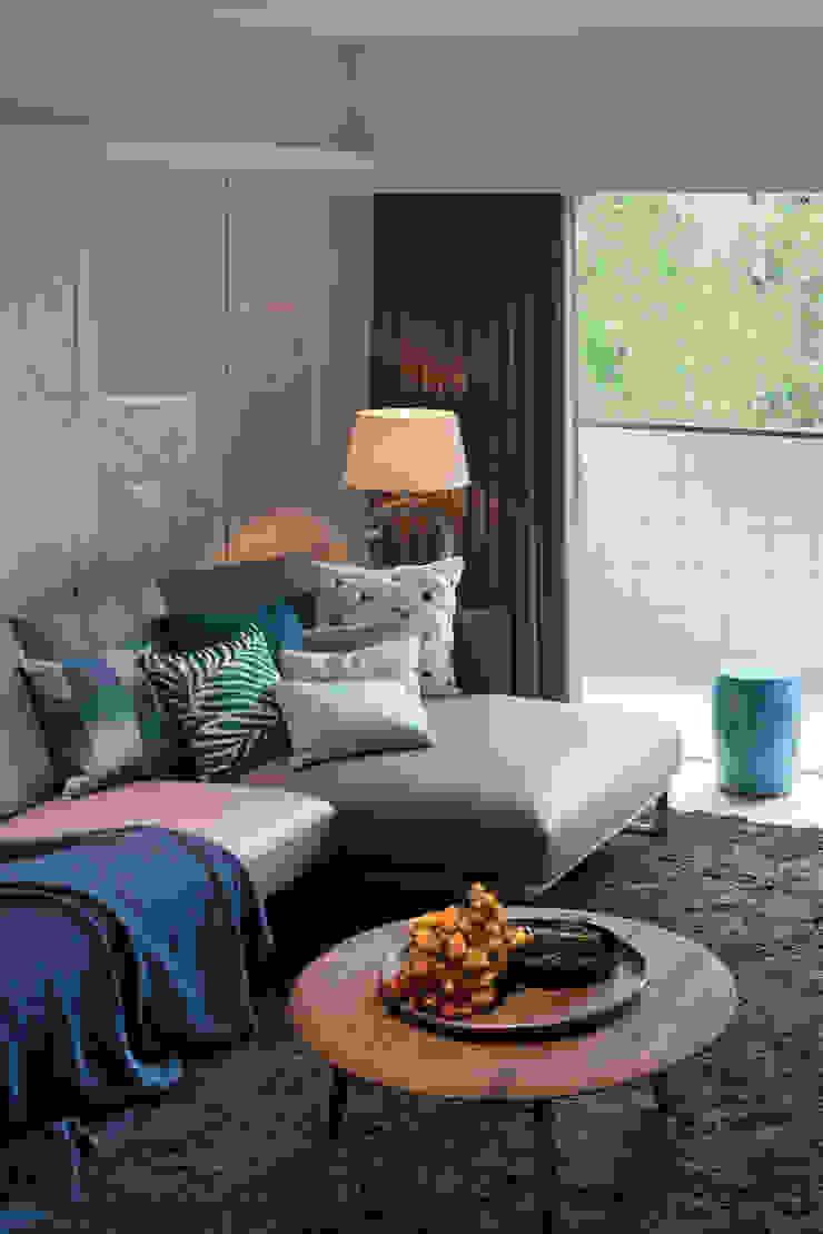 經典莫蘭迪 现代客厅設計點子、靈感 & 圖片 根據 雅群空間設計 現代風