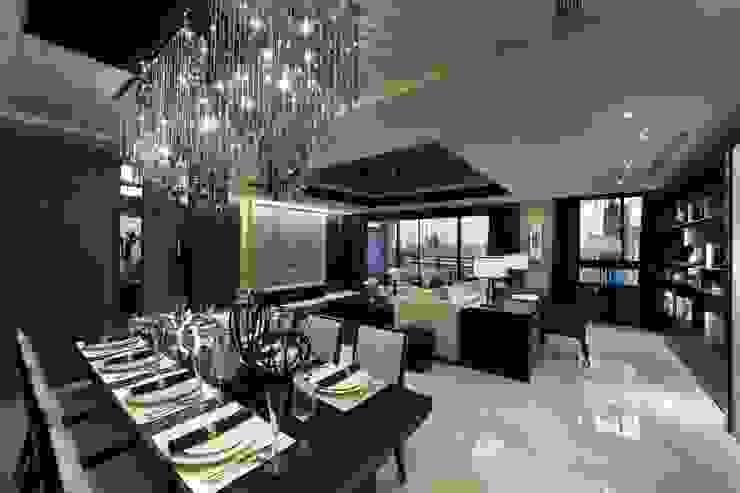 Moderne eetkamers van 雅群空間設計 Modern